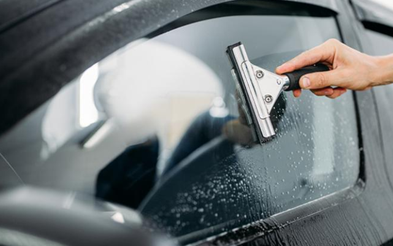 A Guide to Cleaning Glass Surfaces in Your Car